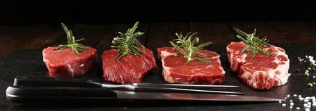 Filete crudo Ase a la parilla a Rib Eye Steak, filete envejecido seco del bistec de costilla de Wagyu fotografía de archivo