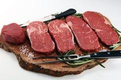 Filete crudo Ase a la parilla a Rib Eye Steak, filete envejecido seco del bistec de costilla de Wagyu foto de archivo libre de regalías