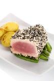 Filete de atún con las habas y las patatas Fotografía de archivo libre de regalías