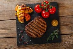 Filete de carne de vaca asado a la parilla fotografía de archivo