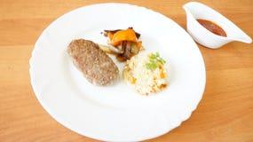 Filete de carne de vaca con arroz Imágenes de archivo libres de regalías
