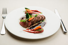 Filete de carne de vaca con la salsa Imagen de archivo