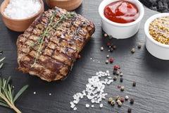 Filete de carne de vaca asado a la parilla imágenes de archivo libres de regalías
