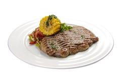 Filete de carne de vaca con ma?z y verduras fotos de archivo libres de regalías