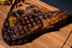 Filete de carne de vaca uruguayo en un restaurante rústico en Uruguay foto de archivo