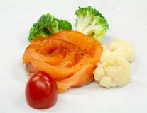 Filete de color salmón con bróculi tratado con vapor Fotografía de archivo libre de regalías
