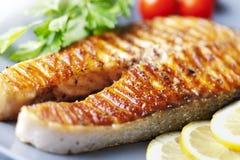 Filete de color salmón asado a la parilla Foto de archivo libre de regalías