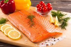 Filete de color salmón sin procesar fresco Foto de archivo libre de regalías