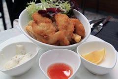 Filete de pescados con las patatas fritas Fotografía de archivo