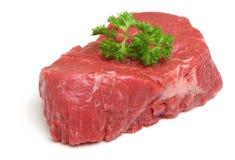 Filete de prendedero crudo de la carne de vaca aislado en blanco Imagenes de archivo