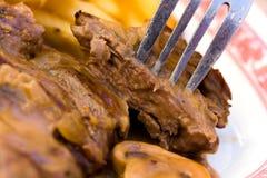 Filete de tira del solomillo con las patatas fritas y el arroz Foto de archivo