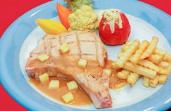 Filete del cerdo con la salsa y el francés fritos Imagenes de archivo