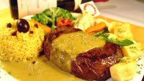 Filete del Mignon de filete con la salsa de mostaza Foto de archivo libre de regalías