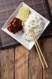 Filete delicioso del hambagu con el primer de los fideos de la salsa y del arroz Foto de archivo