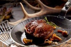 Filete salvaje asado a la parrilla jugoso grueso de la carne de venado imagen de archivo libre de regalías