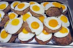 Filete tajado con el huevo imagen de archivo