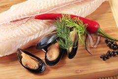 Filete y mejillones de pescados frescos Imagen de archivo libre de regalías