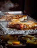 Filete y verduras asados a la parrilla de la carne imagenes de archivo