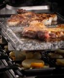 Filete y verduras asados a la parrilla de la carne imagen de archivo