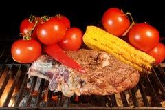 Filete y verduras asados a la parrilla de la costilla Imágenes de archivo libres de regalías
