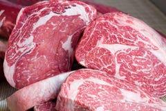 Filetes de carne de vaca sin procesar fotografía de archivo libre de regalías