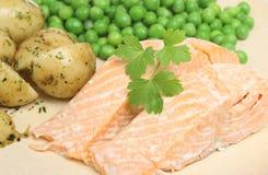 Filetes de color salmón cocidos al horno Fotografía de archivo