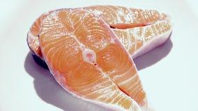 Filetes de color salmón sin procesar almacen de metraje de vídeo