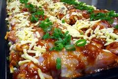 Filetes de pecho de pollo condimentados Imagenes de archivo