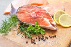 Filetes de pescados de color salmón fotografía de archivo