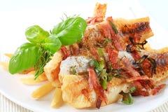 Filetes de pescados fritos cacerola con las fritadas Imágenes de archivo libres de regalías