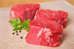 Filetes sin procesar del filete de carne de vaca Imagen de archivo libre de regalías
