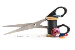 Filetez la bobine, les ciseaux et les boutons Photos libres de droits
