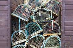 Filets de casiers de pêche de homard empilés photographie stock