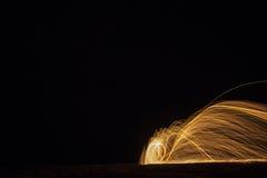 Filets de lumière la nuit image libre de droits