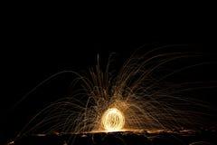 Filets de lumière la nuit photographie stock libre de droits
