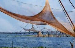 Filets de pêche chinois. Lac Vembanad photographie stock