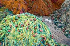 Filets de pêche colorés dans la pile Image stock