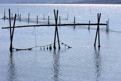 Filets de pêche en Lago di Varano, Italie Images libres de droits
