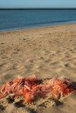 Filets de pêche sur la plage Photo stock