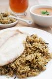 Filets de poissons avec du riz brun sauvage Photographie stock