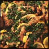 Filets de poissons de déclencheur avec la câpre et le citron Image libre de droits