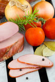 Filets de porc coupés en tranches fumés Jambon fumé fait maison de porc Photo libre de droits
