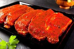 Filets gemarineerd varkensvleeslendestuk klaar te koken stilleven van voedsel Royalty-vrije Stock Afbeeldingen