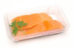 Filets saumonés emballés d'isolement Photographie stock