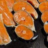 Filets saumonés frais Image libre de droits