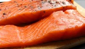 Filets saumonés marinés Image libre de droits