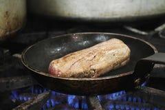 Filetsteak, das auf Ofen kocht Stockbilder