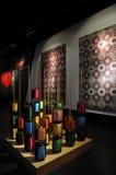 Filetti colorati della seta sulle bobine per tessere Fotografia Stock