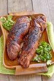 Filetto di carne di maiale arrostito servito con pianta immagini stock libere da diritti