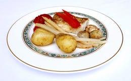 Filetto di pesce con le verdure e le patate Fotografia Stock Libera da Diritti